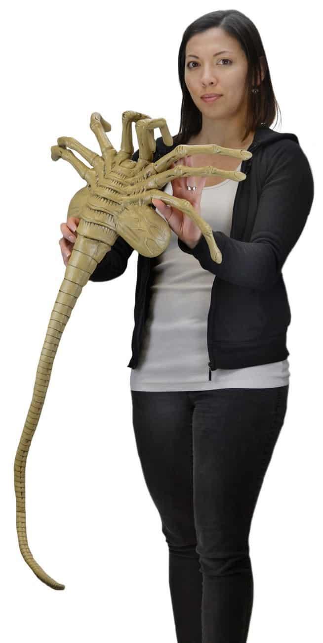 Aliens - Facehugger Life-Size Foam Prop Replica 106cm NECA